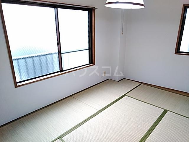 三輪ビル 302号室の居室