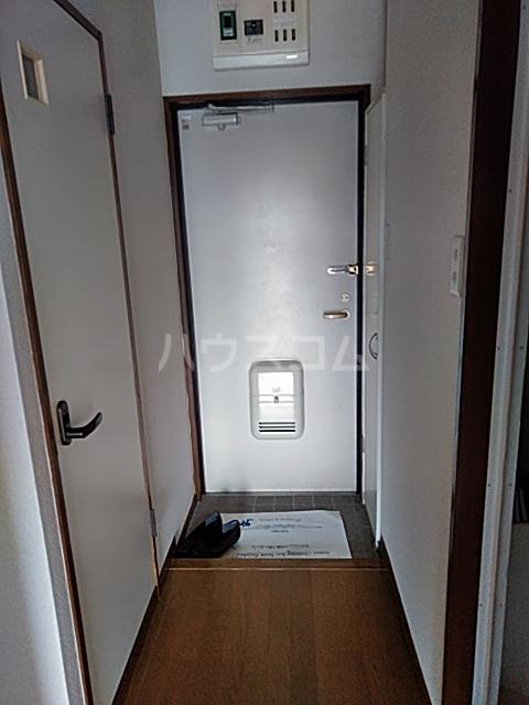 ベクヴェーム北綾瀬Ⅱ 202号室の玄関