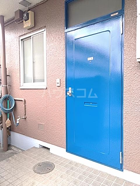 ホームズ村井 101号室の玄関
