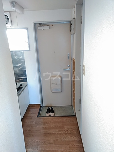 カーザ泉 201号室の玄関