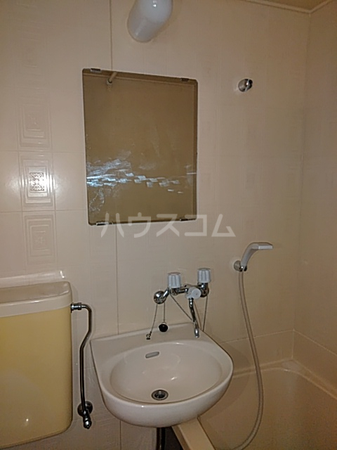 カーザ泉 201号室の洗面所
