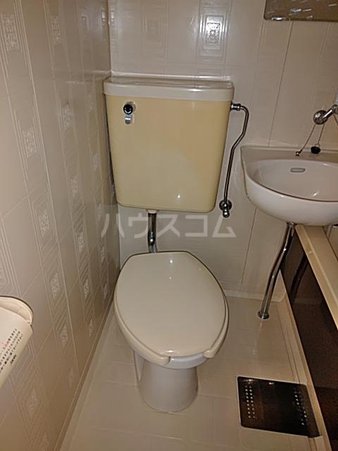 カーザ泉 201号室のトイレ
