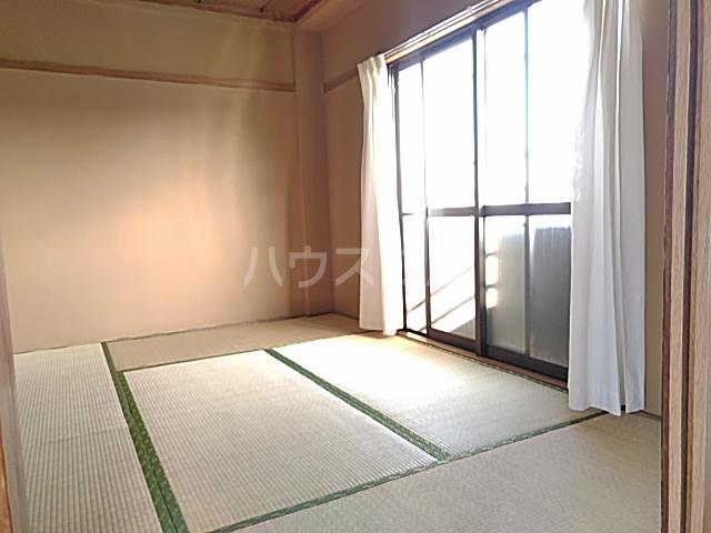 田村ルビーハイム 302号室のリビング