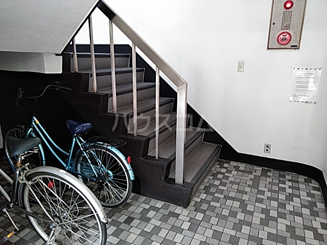 第二鳥塚ビル 305号室のロビー