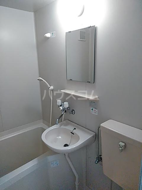 コンフォートアヤセ 202号室の洗面所