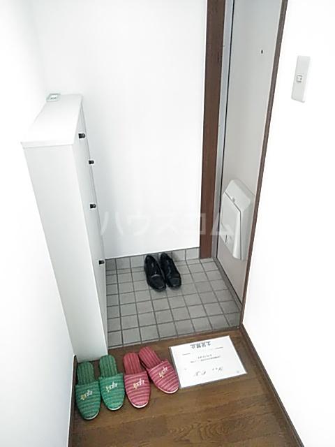 コンフォートアヤセ 202号室の玄関