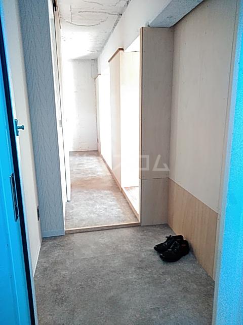 いろどりの杜 204号室の玄関