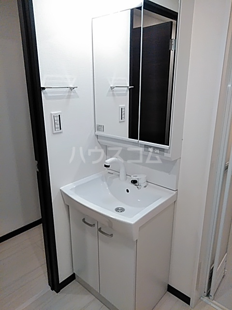 エルスタンザ綾瀬DEUX 104号室の洗面所