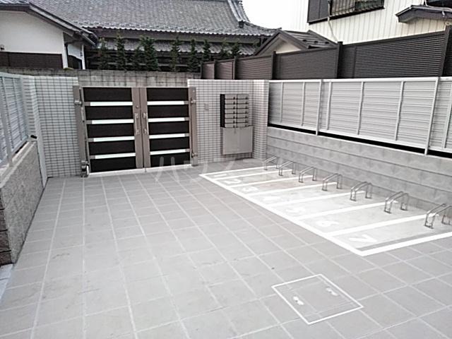 エルスタンザ綾瀬DEUX 202号室のエントランス
