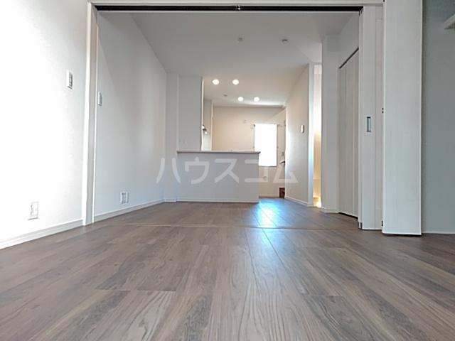 エルスタンザ綾瀬DEUX 207号室のリビング