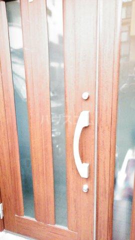 コミュニティハウス綾瀬 201号室の玄関