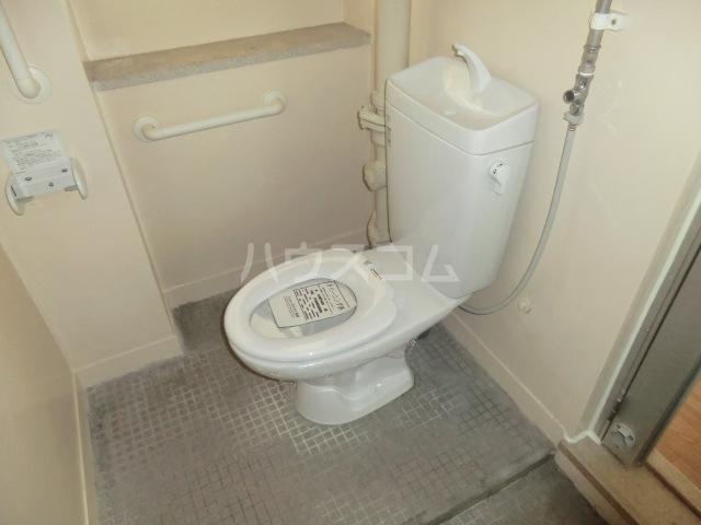 中駒九番団地 3号棟 1025号室のトイレ