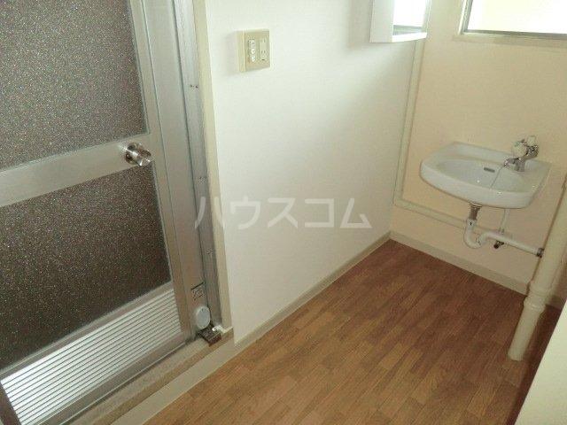 中駒九番団地 3号棟 1025号室の洗面所