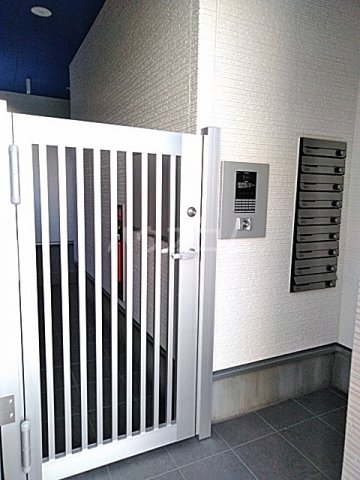 サンライズK 302号室のエントランス
