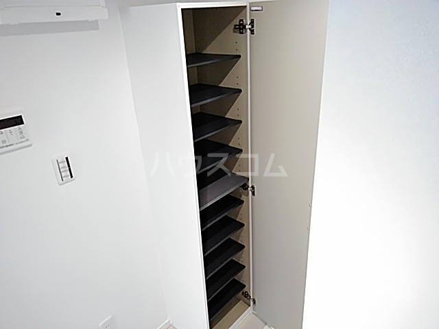 サンライズK 302号室の玄関