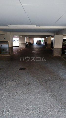 ロアール亀有 502号室の駐車場