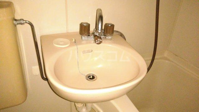 ジュノ 102号室の洗面所