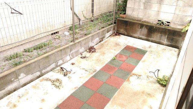 ジュノ 102号室の庭