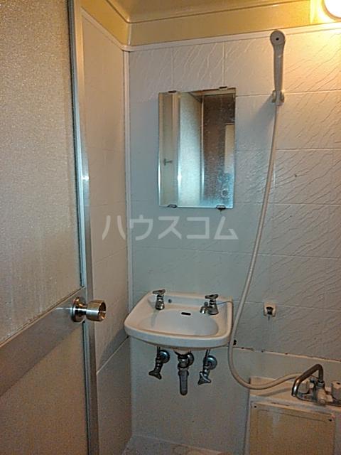 レジデンス西寺尾 405号室の洗面所