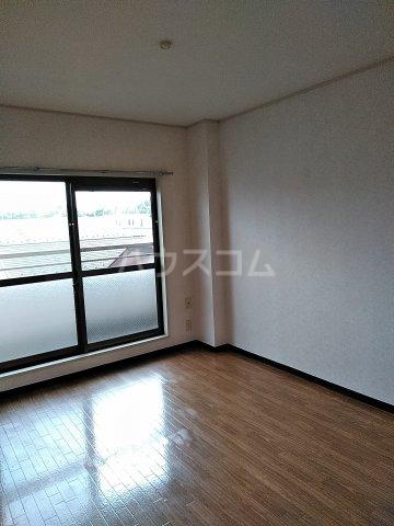 スターマンション 302号室の居室