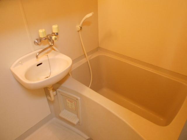 第三ダイケンハイツ 201号室の風呂