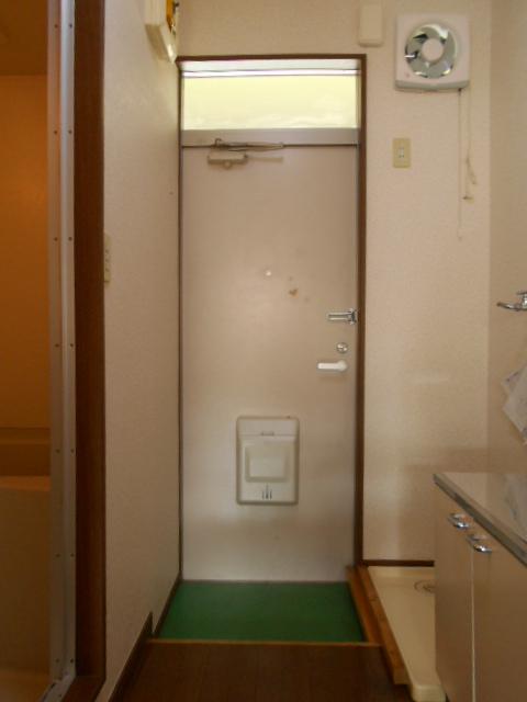 第三ダイケンハイツ 201号室の玄関