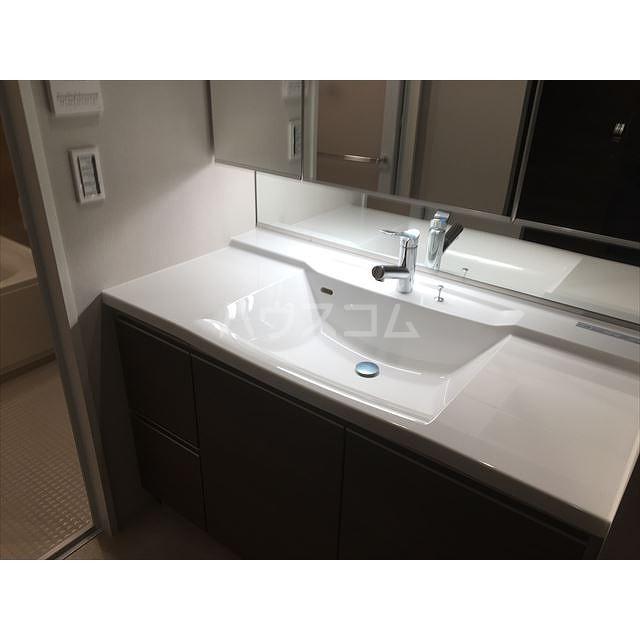 グランカーサ北浦和 605号室の洗面所