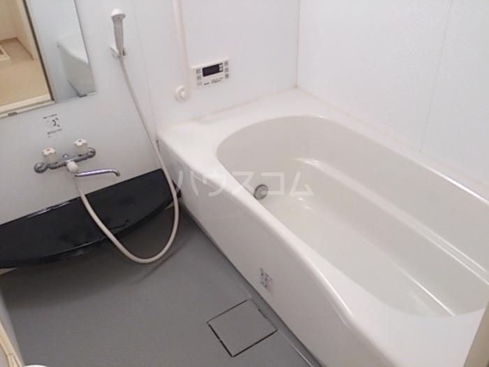 ジャルダン B201号室の風呂