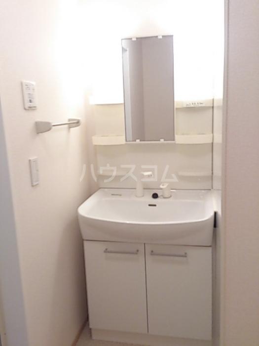 ジャルダン B201号室の洗面所
