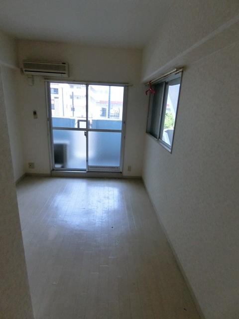 メゾン・ド・エソール 907号室のリビング