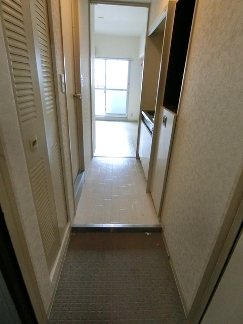メゾン・ド・エソール 907号室の玄関