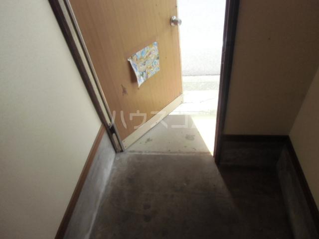小山アパート 201号室の玄関