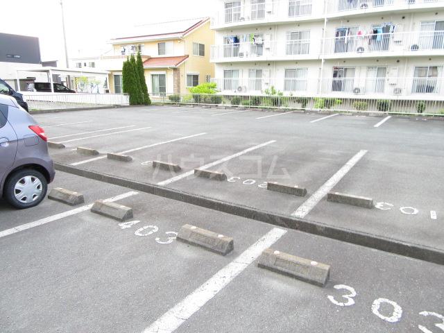 メゾン南風Ⅱ 101号室の駐車場