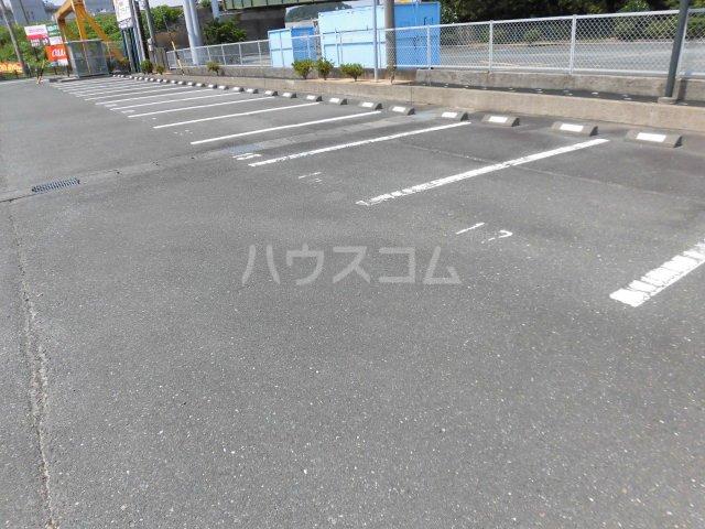 レジデンスHARUMI 403号室の駐車場
