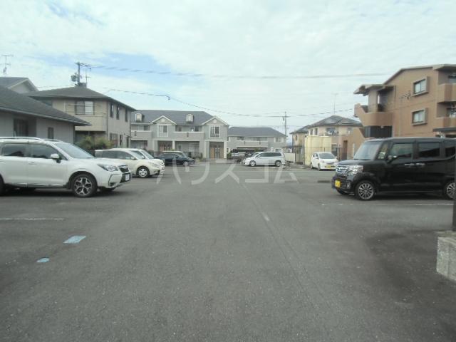 梅の里Ⅱ 105号室の駐車場