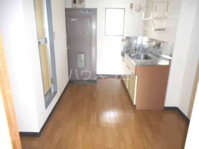 グリーンベル 202号室の居室