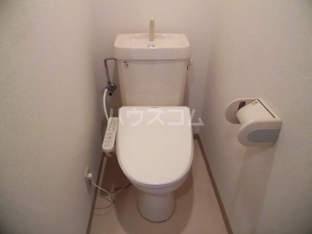 ベルアーバン 303号室のトイレ