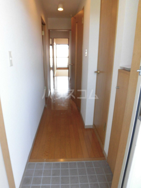 ベルアーバン 303号室の玄関