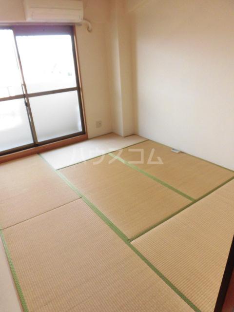 ベルアーバン 303号室の居室