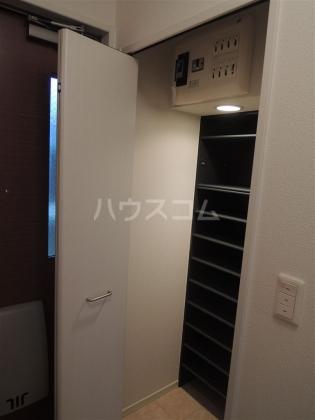 グランドゥール 203号室の玄関
