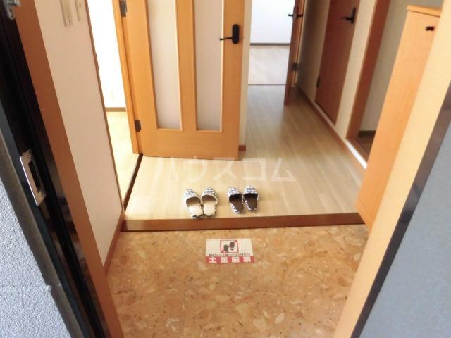 ハッピーメモリー 203号室の玄関