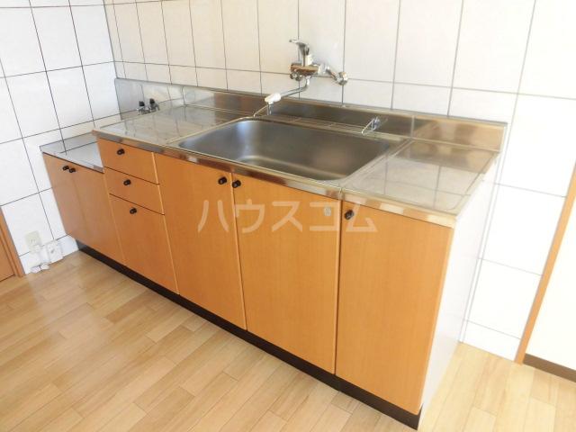 ハッピーメモリー 203号室のキッチン