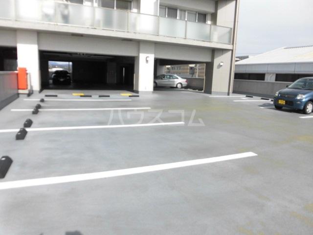 スマイルパークトダビル レジデンス 603号室の駐車場