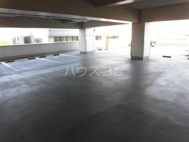 スマイルパークトダビル レジデンス 701号室の駐車場