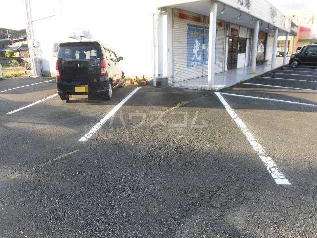 岩清水様アパート 2FS号室の駐車場