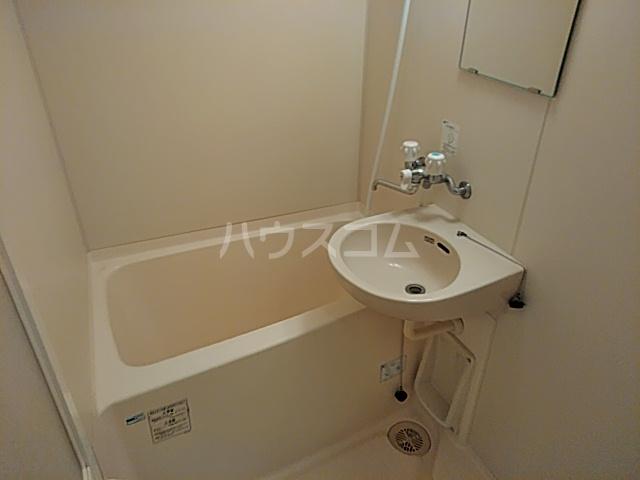 グランドールMOGI 101号室の風呂