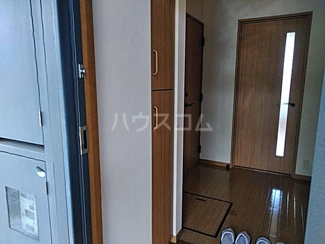 ヴィラージュホリウチ 101号室の玄関