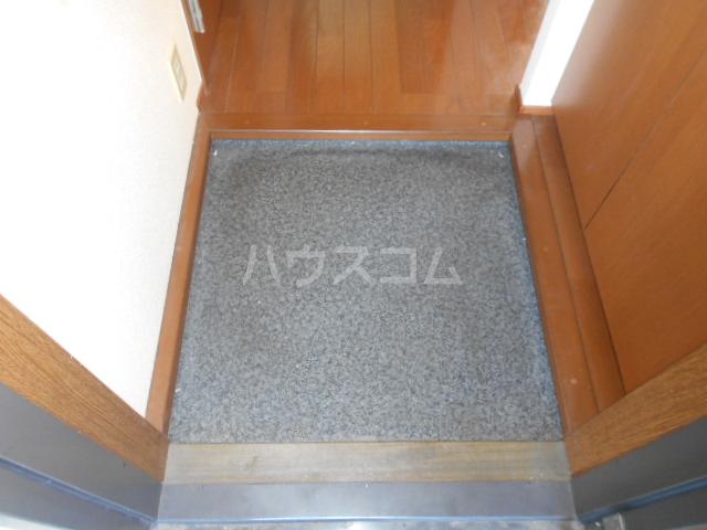 シーダーハウスⅡ 201号室の玄関