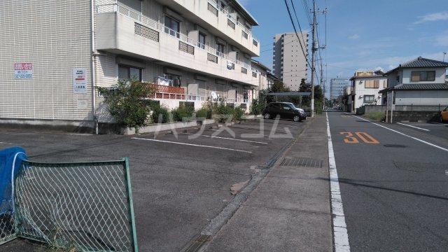 昭和コーポ前橋A棟 201号室の駐車場