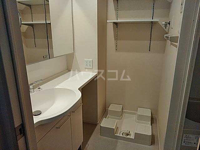 オペラハウス上大島C 206号室の洗面所